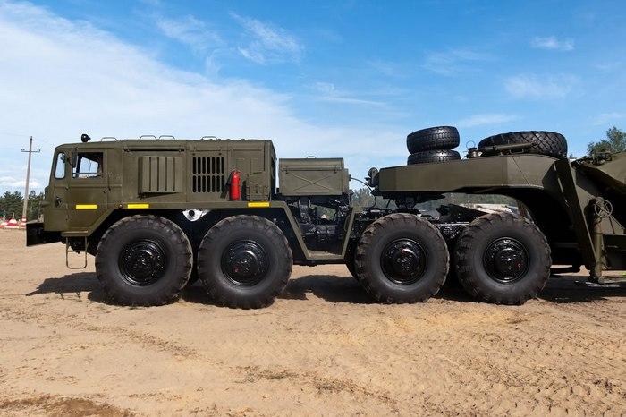 МАЗ военный тягач 537