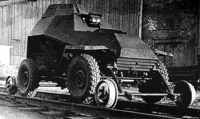 БА-64 на рельсах