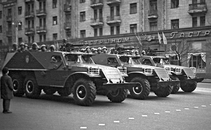 БТР 152 парад