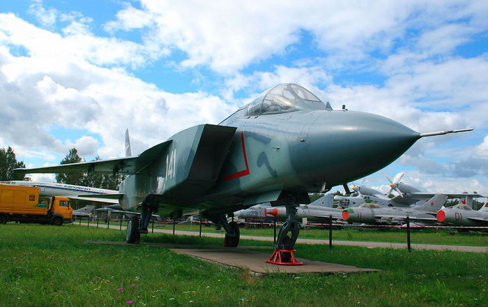 Як-141 - сверхзвуковой