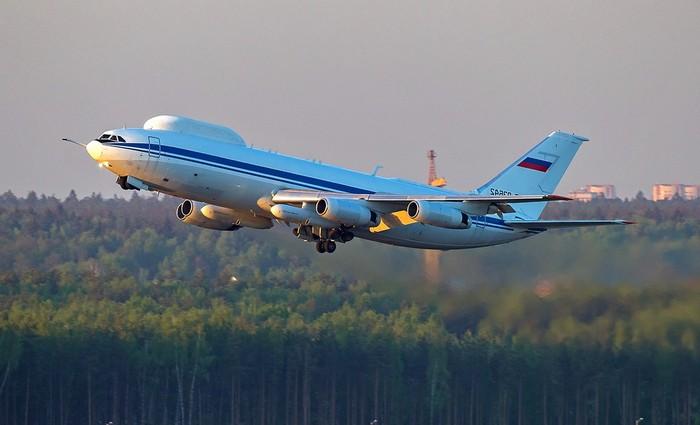 Самолёт ИЛ-80