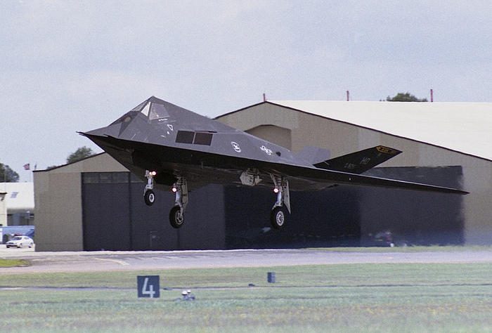 Lockheed F-117 Nighthawk взлёт