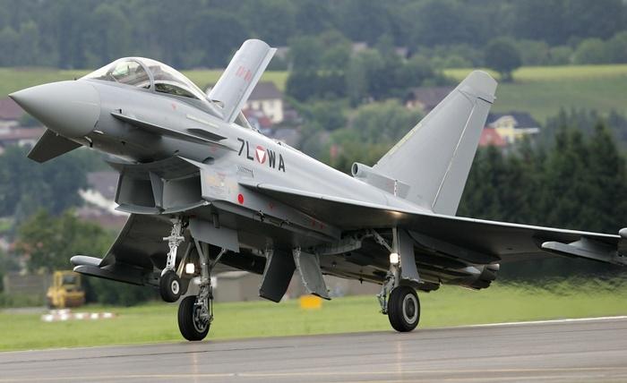Eurofighter Typhoon взлёт