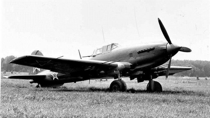 Самолёт ИЛ-10