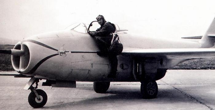 Истребитель МиГ-9 (И-300)